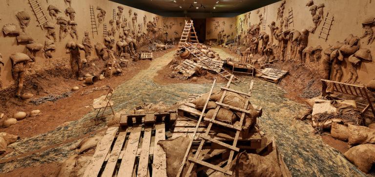 Vue de l'exposition L'Antidote au MAC Lyon. Oeuvre Shams, 2013, Abdel Abdessemed