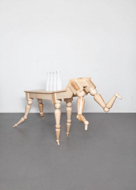 Table Locomotion réalisée par le designer tchèque Vendulka Prchalová