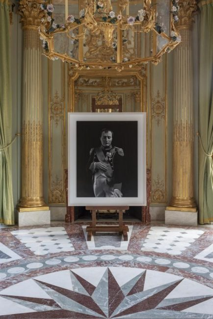 Hiroshi Sugimoto, Napoleon Bonaparte, 1999, tirage argentique. Installation au château de Versailles 2018. Courtesy de l'artiste © Tadzio