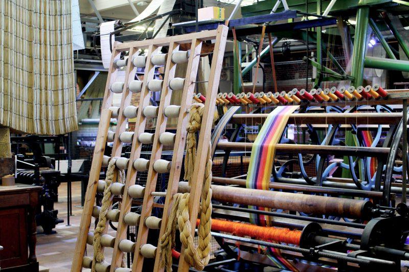 La Manufacture de Roubaix, musée de la mémoire et de la création textile et ses métiers à tisser colorés, © Coline Jacquet