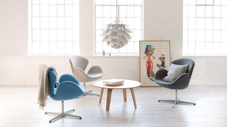Les fauteuils Swan (Cygne) de Arne Jacobsen sont confortables et leurs formes organiques apportent une certaine douceur à l'intérieur d'une maison.