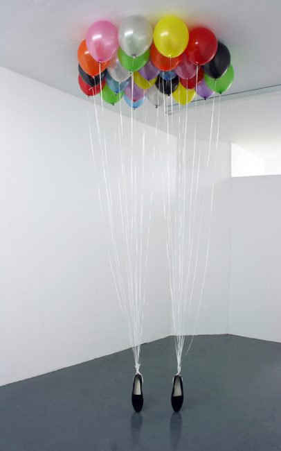 "Appau Junior Boakye-Yiadom, ""P.Y.T."" The freeze, sculpture-installation réalisée en 2009."