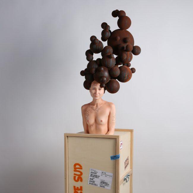 Stéphane Barret, Whyalla, résine polyuréthane, matériaux mixtes, peinture à l'huile et acrylique, Hauteur 90 cm.
