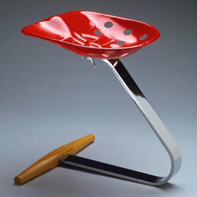 Tabouret Mezzadro, 1957, design Achille et Pier Giacomo Castiglioni, édité chez Zanotta.