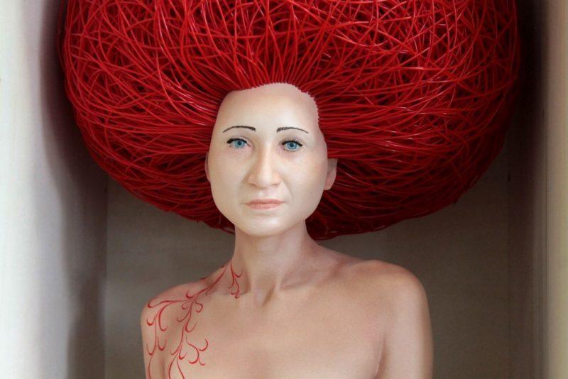 Stéphane Barret, Caloundra, résine polyuréthane, matériaux mixtes, peinture à l'huile et acrylique, Hauteur : 80 cm.