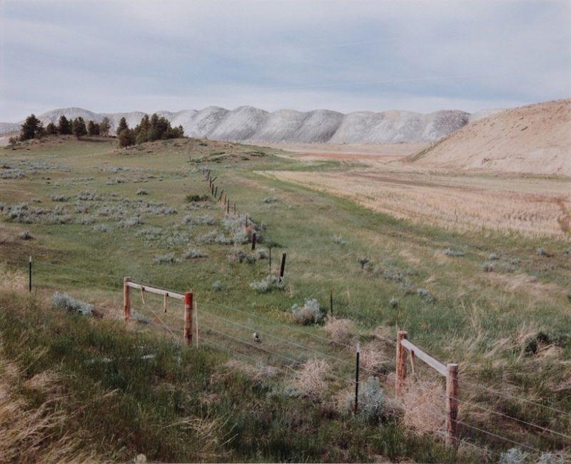 Vue du chemin Sarpy Creek: nouvelle zone minière et tas de déblais, 1985. Photographie de David T. Hanson