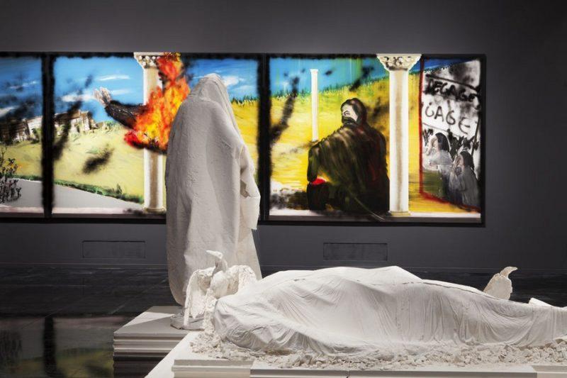 Vue de l'exposition de Stéphane Pencréac'h à l'IMA, 2015. Au fond le tryptique Tunis réalisé en 2013. Au 1er plan, s rélisé en 201, 2013
