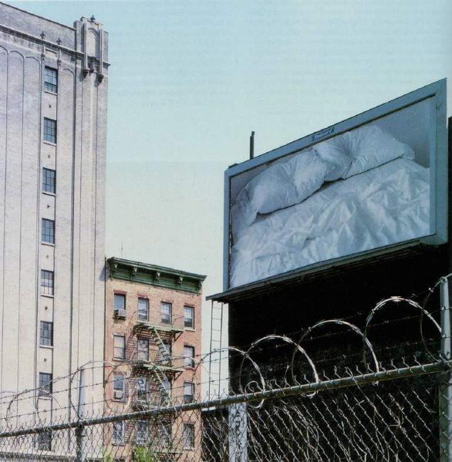 Felix Gonzales-Tores, « Untitled », 1991. Panneau d'affichage, dimensions variables selon les installations. Vue de l'installation 31-33 Second Ave, EastSecond Street, Manhattan). «Project 34 : Felix Gonzalez-Torres », MoMA,NewYork,1992.