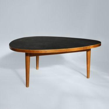 Max Bill, Table Basse 'Dreirundlisch' en érable et linoléum pour Horgen-Glarus, 1949.