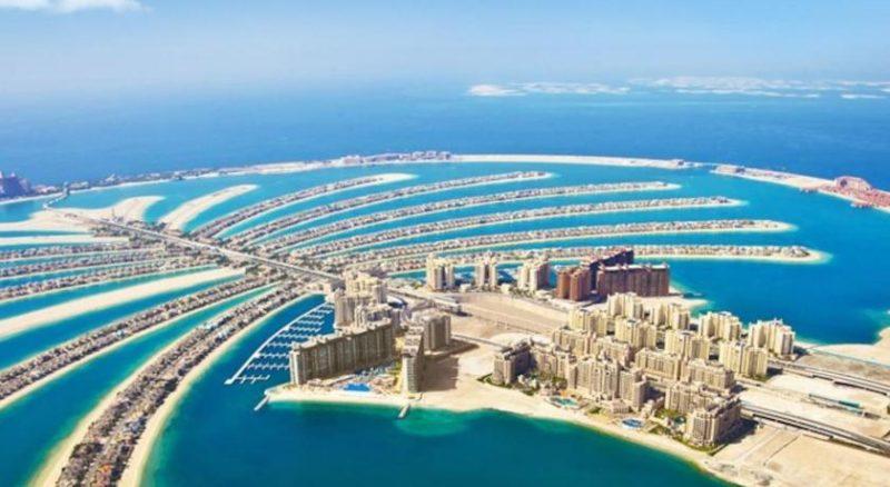Vue aérienne de Palm Jumeirah, l'un des 3 archipels artificiels créés au large des côtes de Dubaï