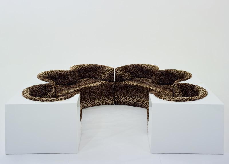 Canapé Safari, design Archizoom Associati, 1968. Polyester armé de fibre de verre (UP), polyuréthane (PU), textile synthétique.