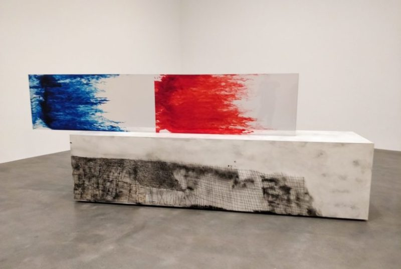 """Sterling Ruby. Vue de l'exposition : """"ACTS + TABLE"""" chez Gagosian"""